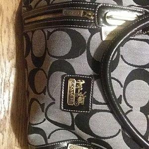 Handbags - Coach Xl Shoulder Bag